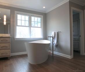 Master Suite-Bathtub1