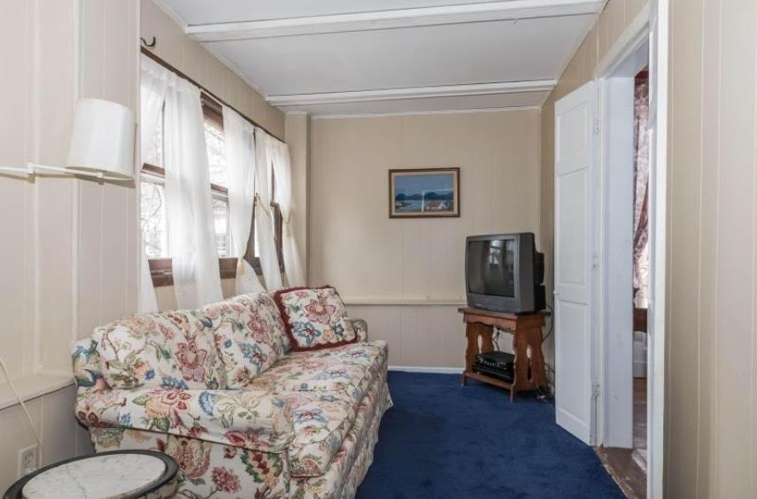 Sun Room, Sitting Room, Enclosed Porch, 3 season room, 4 season room,