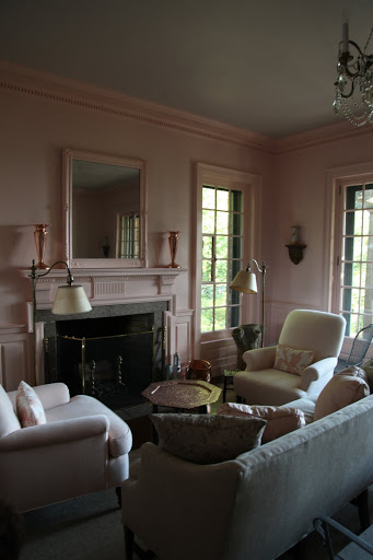 Martha Stewart Pink Guest house, Martha Stewart, Martha Stewart Pink, Martha Stewart Guest House, Wall and Trim Painted, Painted Wall and trim color, Uniform Wall and Trim Color, Wall and Trim painted the same color, crown molding painted same color as walls, molding painted same color as walls, moulding painted same color as walls, pink room, pink inspo, all pink decor,